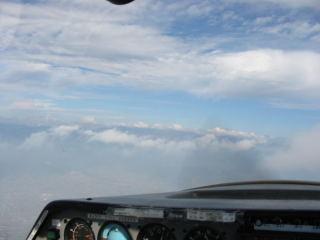 ところどころに雲が浮かんで